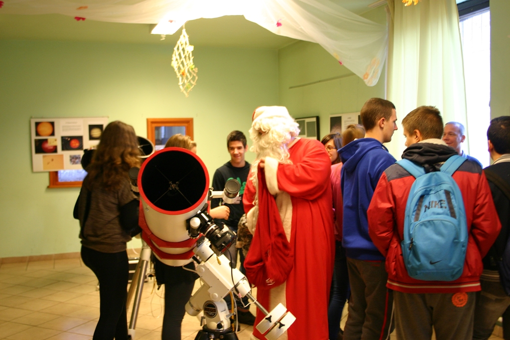 Karácsony alkalmából jótékonysági kiállítás